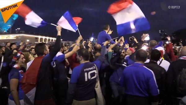 Francuscy kibice hucznie świętowali Zwycięstwo swojej drużyny nad Belgami - Sputnik Polska