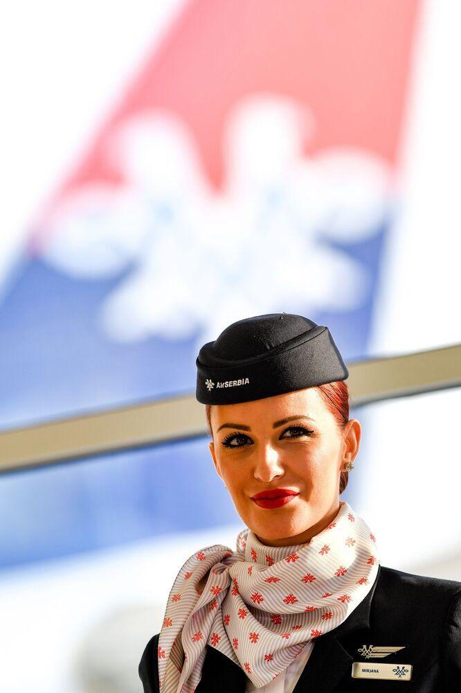 Stewardessa linii lotniczych Air Serbia