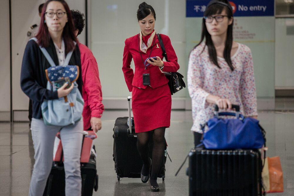 Stewardessa hongkońskich linii lotniczych Cathay Pacific