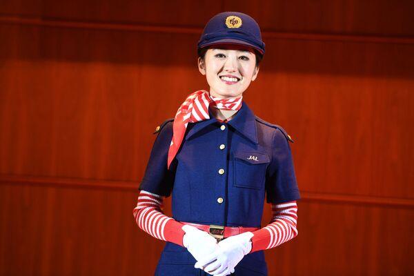 Stewardessa linii lotniczych Japan Airlines - Sputnik Polska