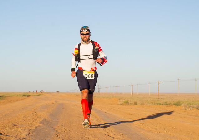 Polski maratończyk Maciej Moryc podczas jednego z najtrudniejszych ultramaratonów świata – Elton Volgabus Ultra Trail w obwodzie wołgogradzkim w Rosji