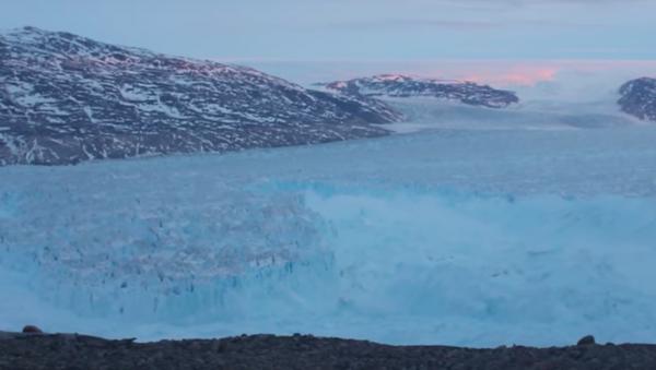 Gigantyczna góra lodowa, która oddzieliła się od Grenlandii - Sputnik Polska