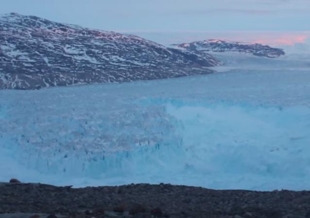 Gigantyczna góra lodowa, która oddzieliła się od Grenlandii
