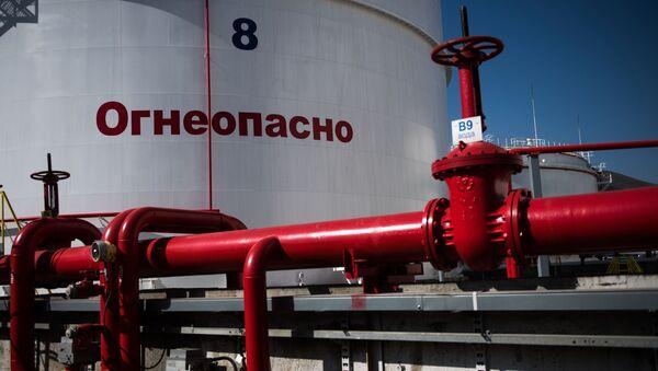 Rezerwuary z ropą na terenie Rosji - Sputnik Polska