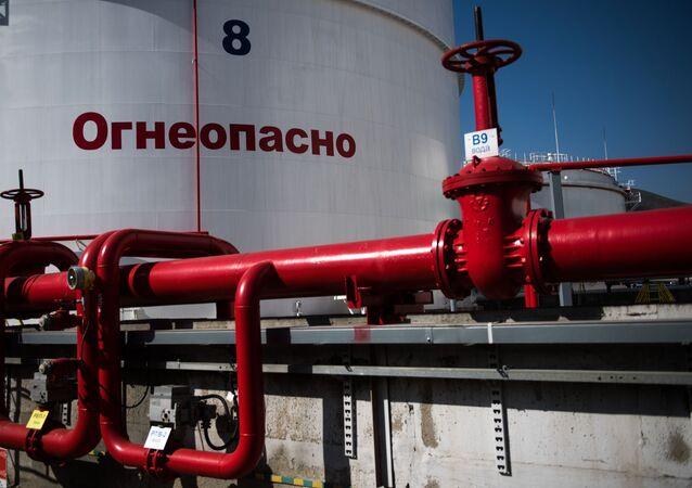 Rezerwuary z ropą na terenie Rosji