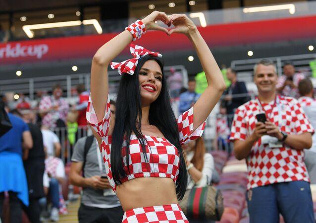 Chorwacka kibicka na meczu 1/2 finału MŚ 2018 Chorwacja - Anglia