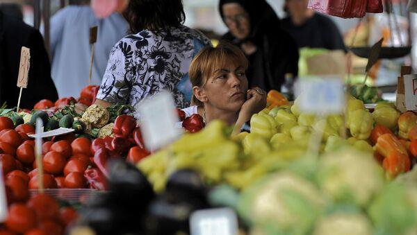 Rynek płodów rolnych w Belgradzie - Sputnik Polska
