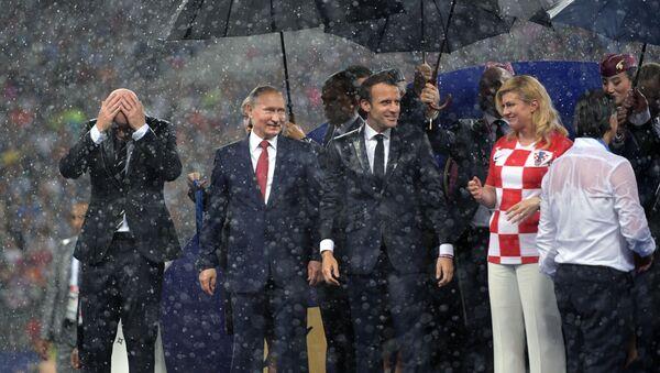 Prezydent Rosji Władimir Putin na ceremonii wręczenia nagród zwycięzcom Mistrzostw Świata w Piłce Nożnej FIFA 2018 na stadionie Łużniki - Sputnik Polska