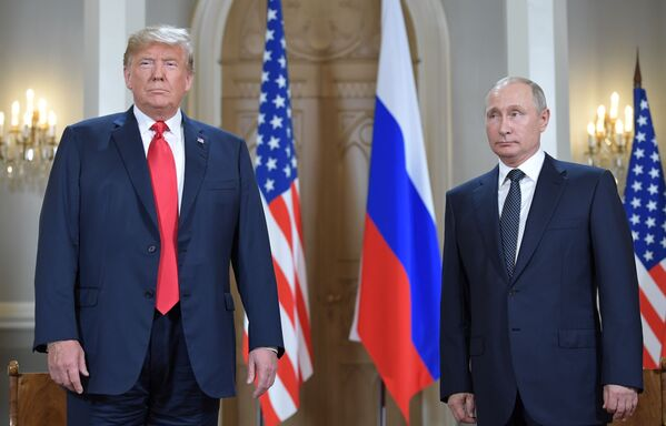 Prezydent Rosji Władimir Putin i prezydent USA Donald Trump na spotkaniu w Helsinkach - Sputnik Polska