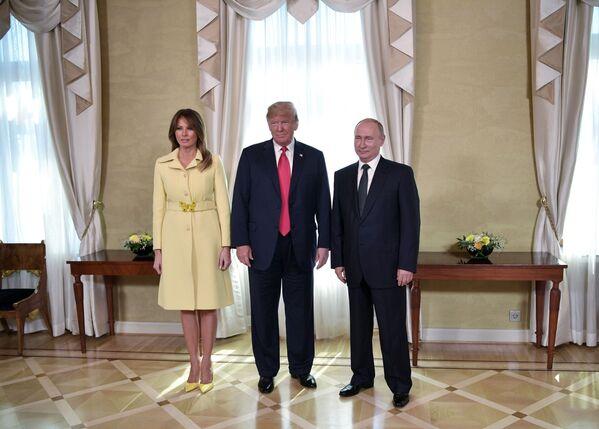 Prezydent Rosji Władimir Putin i prezydent USA Donald Trump w czasie spotkania w pałacu prezydenckim w Helsinkach - Sputnik Polska