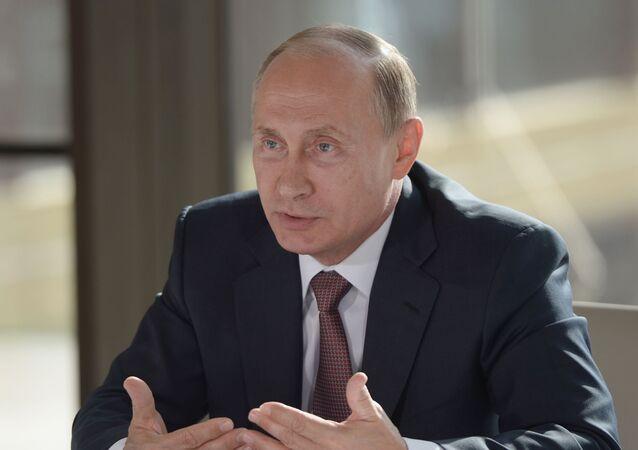 Prezydent Rosji Władimir Putin na spotkaniu z przedstawicielami społecznych związków narodowych Krymu