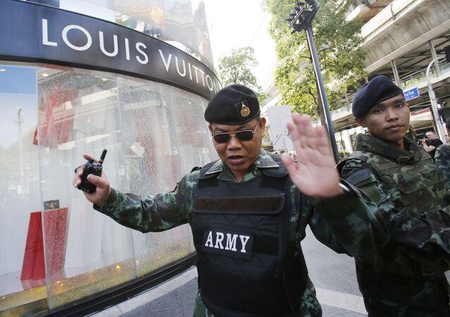 Żołnierze na miejscu wybuchu w Bangkoku
