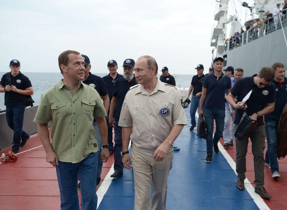 Władimir Putin i Dmitrij Miedwiediew na Krymie