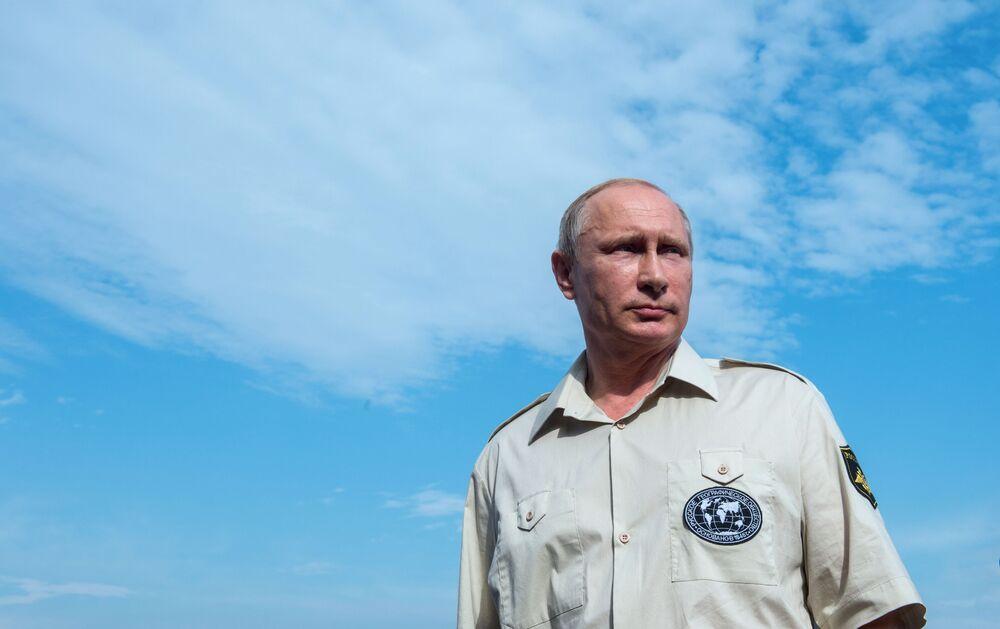 Prezydent Rosji Władimir Putin po zanurzeniu się w batyskafie