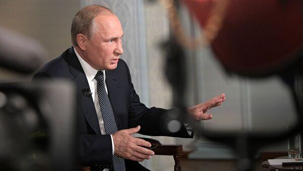 Prezydent Rosji Władimir Putin podczas wywiadu w Helsinkach z prowadzącym stacji telewizyjnej Fox News Chrisem Wallacem - Sputnik Polska