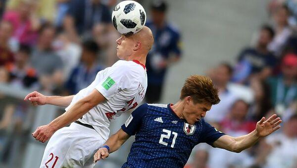 Rafał Kurzawa i Gotoku Sakai w meczu fazy grupowej Mistrzostw Świata w Piłce Nożnej pomiędzy reprezentacjami Japonii i Polski - Sputnik Polska
