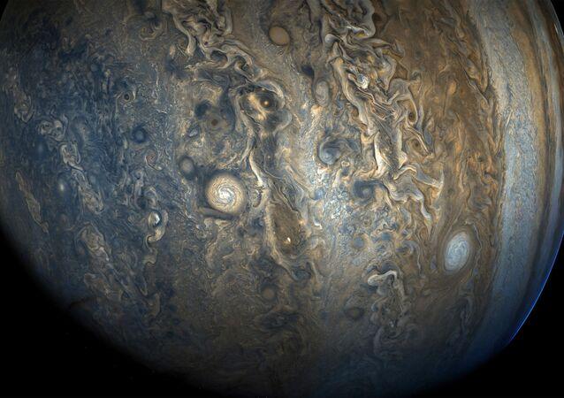Zdjęcie bieguna południowego Jowisza zrobione aparatem kosmicznym Juno