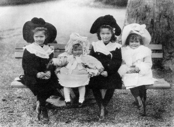 Dzieci cara: Olga, Tatiana, Maria i Anastazja. 1904 r. - Sputnik Polska