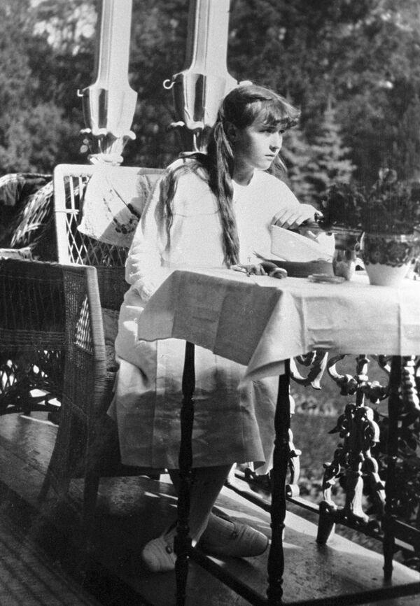Anastazja Mikołajewna Romanowa w Carskim Siole w 1915 r. - Sputnik Polska