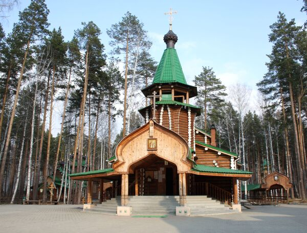 Monaster Świętych Cierpiętników Carskich, założony na miejscu, gdzie czekiści ukryli szczątki zamordowanego cara, jego rodziny i służących - Sputnik Polska