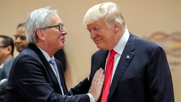 Donald Trump i Jean-Claude Juncker - Sputnik Polska