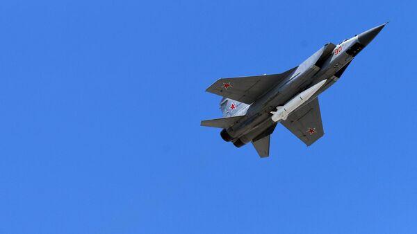 Wielozadaniowe myśliwce MiG-31 wyposażone w rakiety naddźwiękowe Kinżał - Sputnik Polska