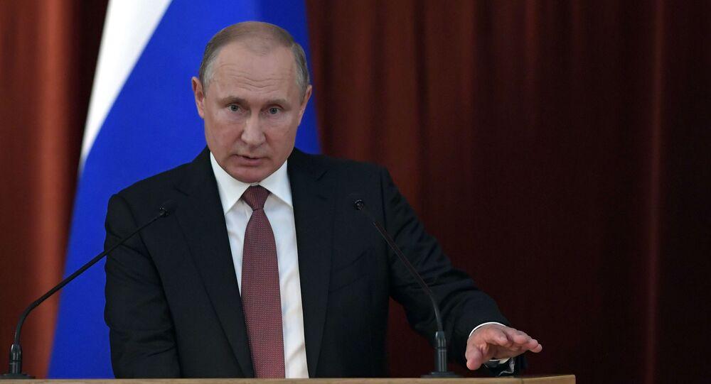 Prezydent Rosji Władimir Putin na posiedzeniu ambasadorów i stałych przedstawicieli Rosji
