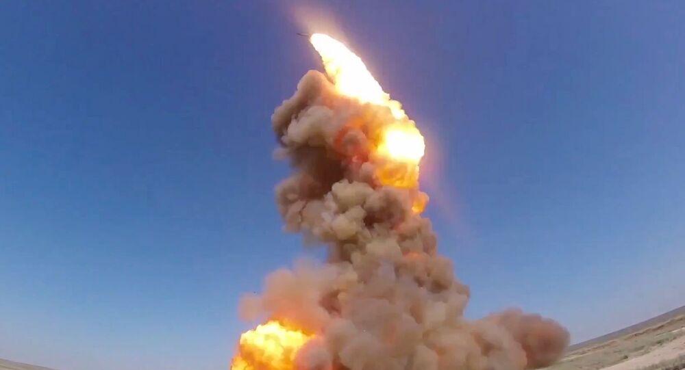 Wystrzał zmodernizowanej antyrakiety rosyjskiego systemu obrony przeciwrakietowej na poligonie Sary Szagan