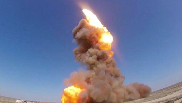 Wystrzał zmodernizowanej antyrakiety rosyjskiego systemu obrony przeciwrakietowej na poligonie Sary Szagan - Sputnik Polska