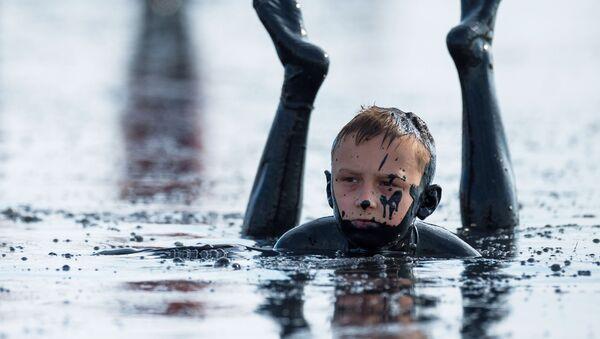 Kąpiele błotne na Krymie (Jezioro Czokrak)  - Sputnik Polska