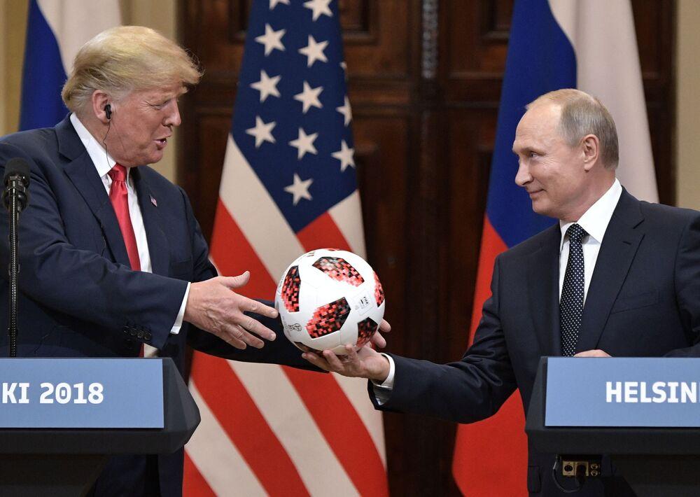 Prezydenci USA i Rosji, Donald Trump i Władimir Putin w Helsinkach