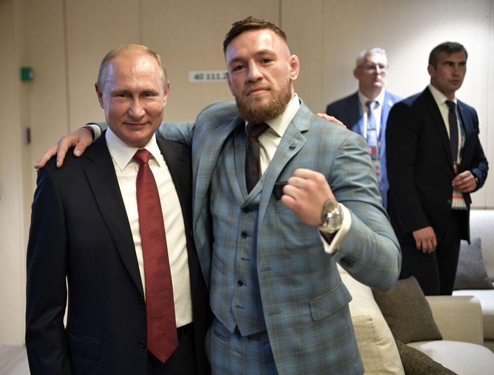 Prezydent Rosji Władimir Putin i irlandzki zawodnik mieszanych sztuk walki Conor McGregor