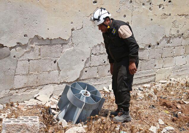 Członek organizacji Białe Hełmy w Syrii