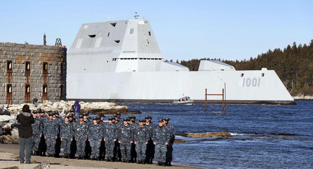 Amerykański niszczyciel USS Michael Monsoor i jego załoga