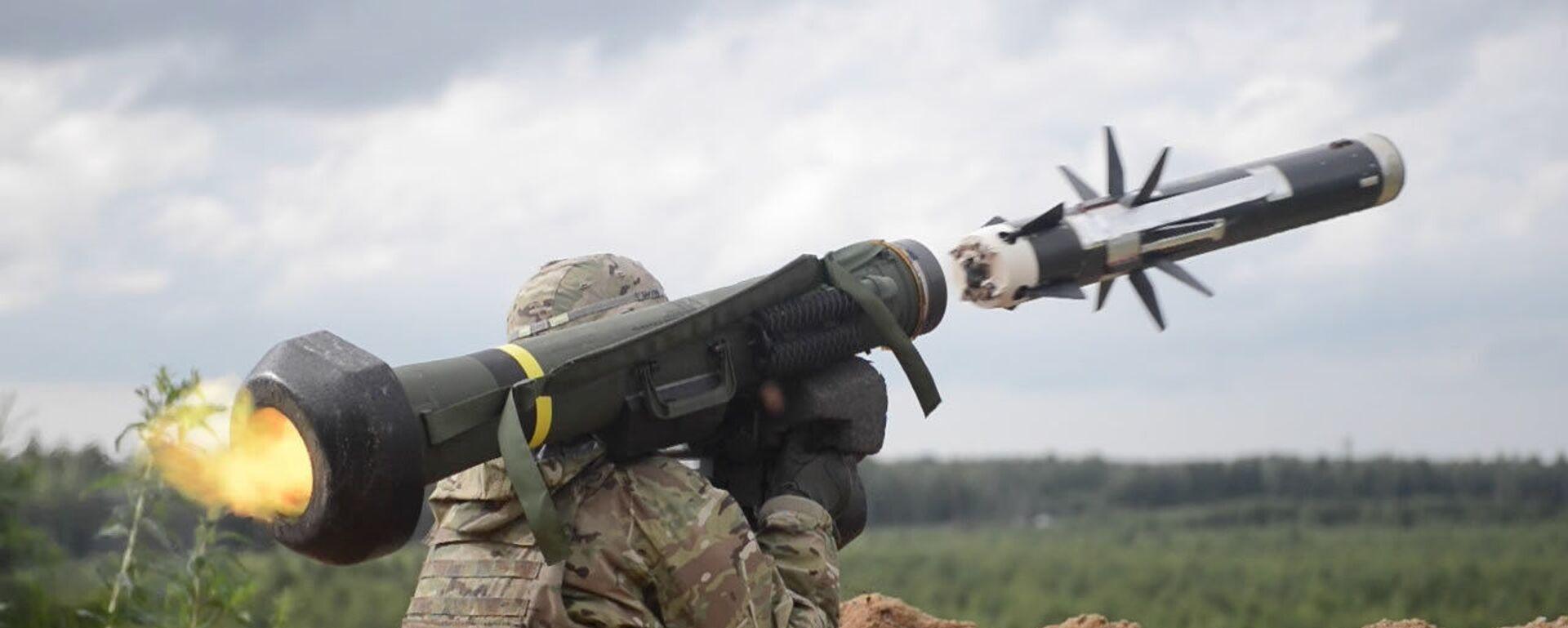 Amerykański wojskowy strzela z przeciwpancernego systemu rakietowego Javelin podczas ćwiczeń w Estonii - Sputnik Polska, 1920, 17.06.2021