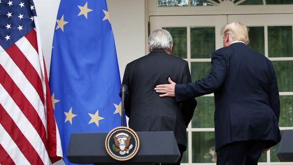 Przewodniczący Komisji Europejskiej Jean-Claude Juncker i prezydent USA Donald Trump na spotkaniu w Białym Domu - Sputnik Polska