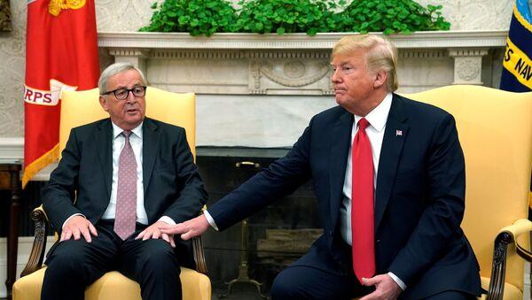 Jean-Claude Juncker i Donald Trump - Sputnik Polska
