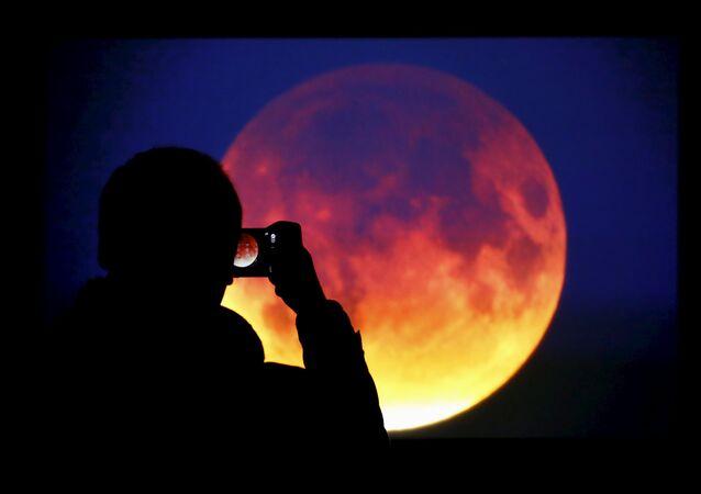 Czerwony księżyc