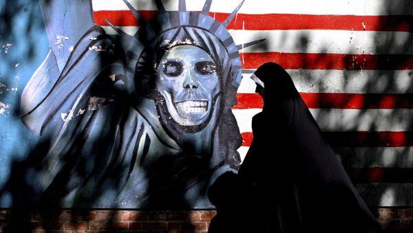 Graffiti przedstawiające Statuę Wolności z czaszką zamiast twarzy w centrum Teheranu - Sputnik Polska