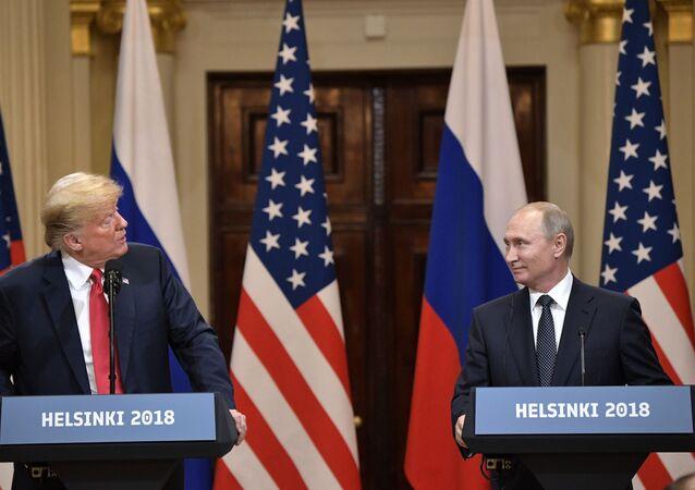 Prezydent USA Donald Trump i prezydent Rosji Władimir Putin na wspólnej konferencji prasowej po spotkaniu w Helsinkach
