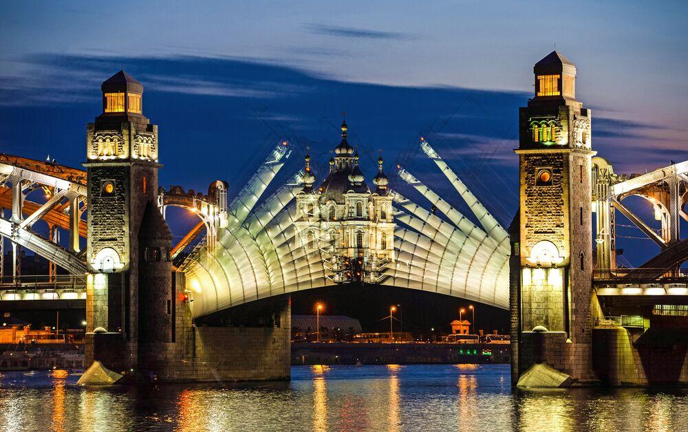 Otwarcie mostu Bolszeochtinskiego o drugiej w nocy
