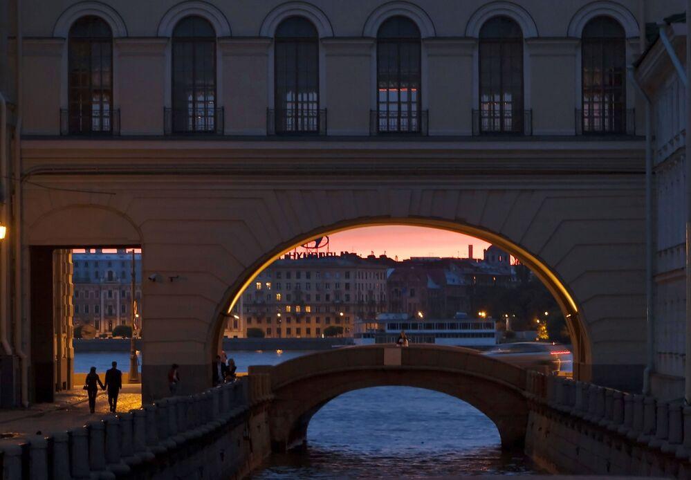 Jeden z kanałow wodnych w Petersburgu w czasie białych nocy