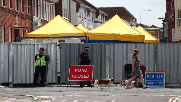 Policja przy zamkniętej ulicy, na której mieszkała Brytyjka Dawn Sturgess - Sputnik Polska