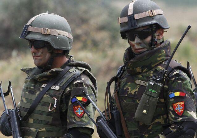 Rumuńscy żołnierze podczas ćwiczeń wojskowych NATO Agile Spirit w Tbilisi