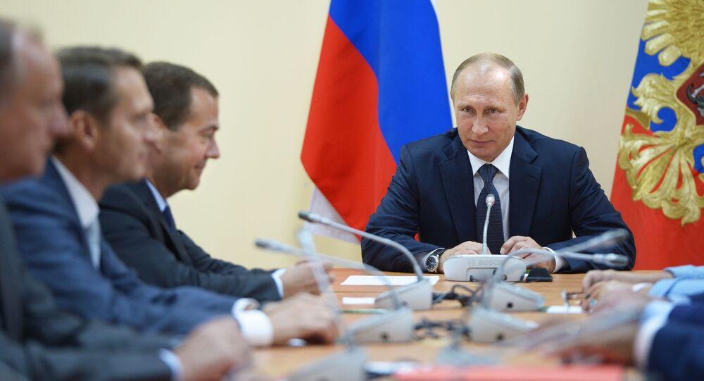 Prezydent Rosji Władimir Putin na naradzie operacyjnej ze stałymi członkami Rady Bezpieczeństwa Rosji w Sewastopolu