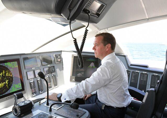 """Premier Rosji Dmitrij Miedwiediew uruchomił nawigację wodolotu """"Kometa 120M"""""""