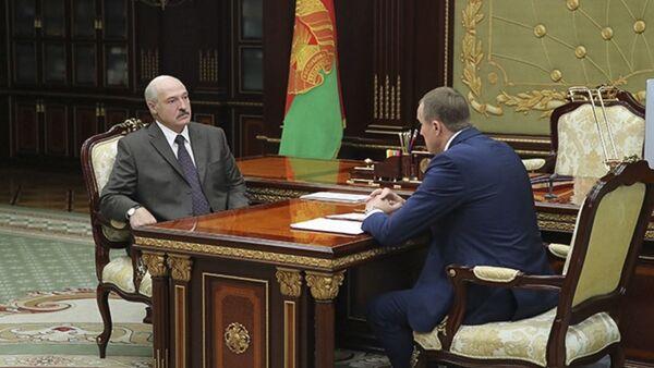 Prezydent Białorusi Aleksandr Łukaszenka na spotkaniu z przewodniczącym Mińskiego Komitetu Wykonawczego Anatolijem Isaczenko - Sputnik Polska