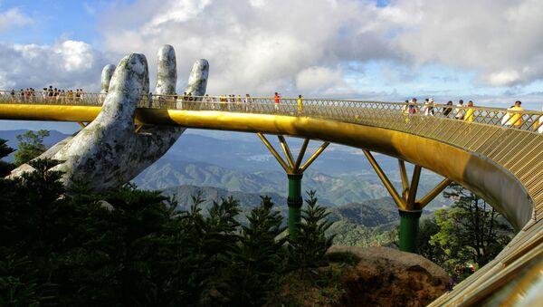 150-metrowy Złoty most Cau Vang w mieście Ba Na Hills, Wietman - Sputnik Polska