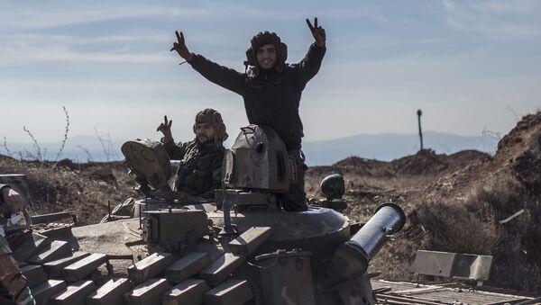 Syryjscy wojskowi w miejscowości Al-Kom w prowincji Al-Kunajtira w Syrii - Sputnik Polska