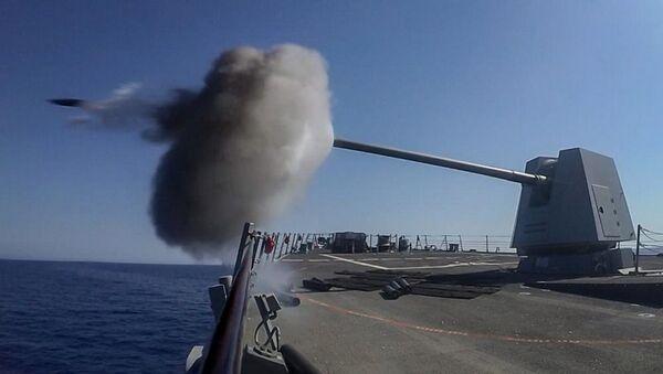 Wystrzał z okrętu podczas manewrów wojskowych Eagle Response 2018 na Morzu Czerwonym - Sputnik Polska